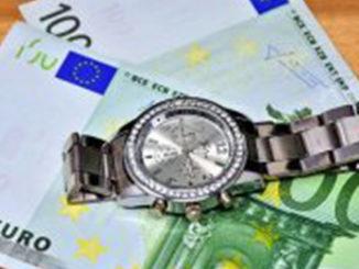 money-3033605_640-300x194
