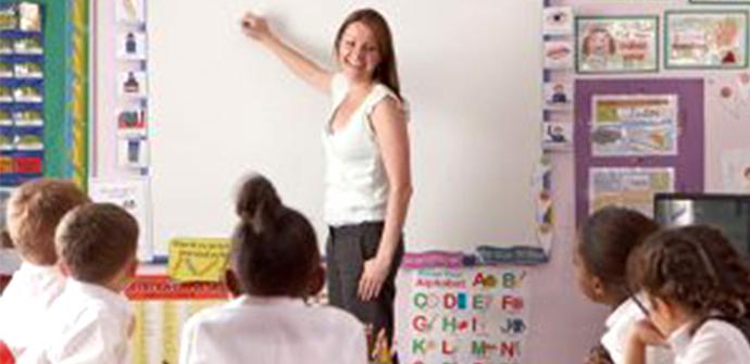 Teacher-at-work-in-a-classroom-300x194